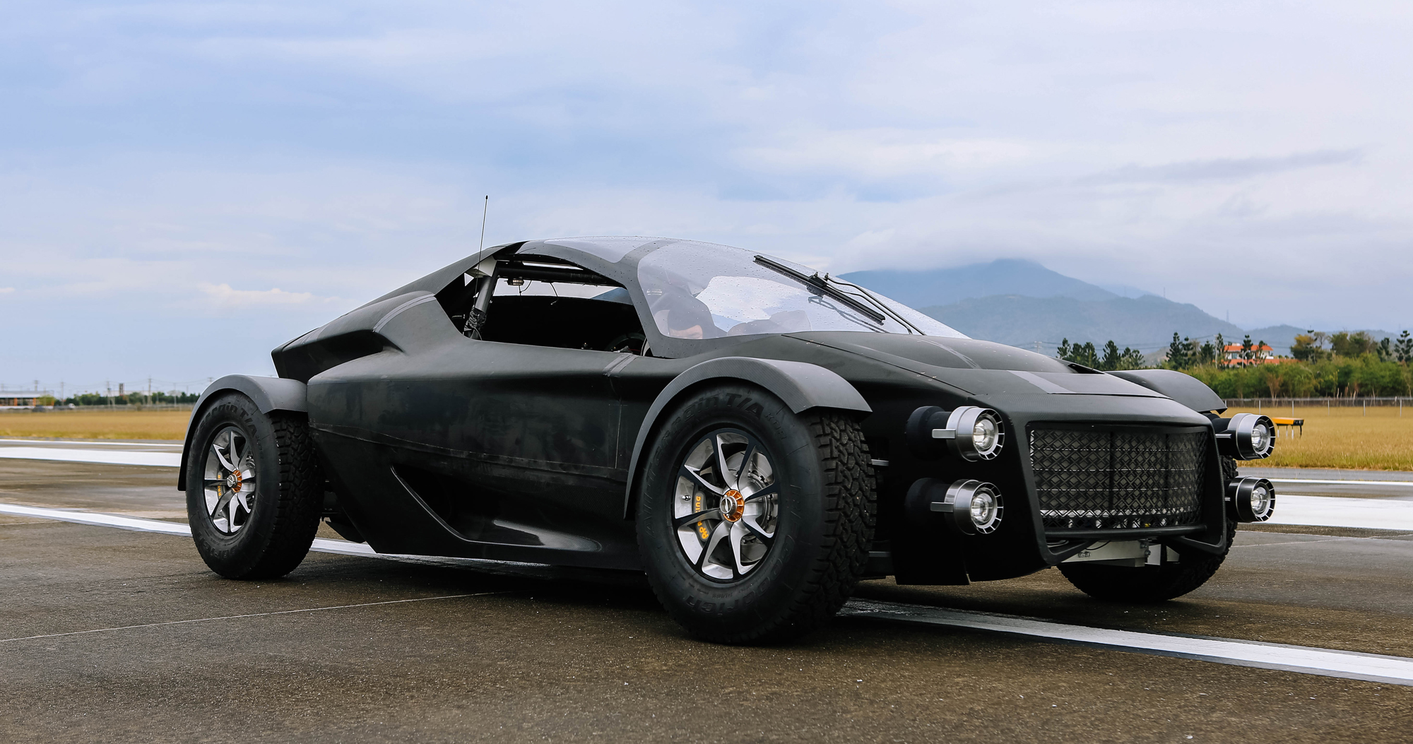 Taiwanese-built Xing Miss R overtaking Tesla Roadster 2 and